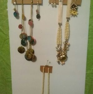 Three pieces necklace and earrings